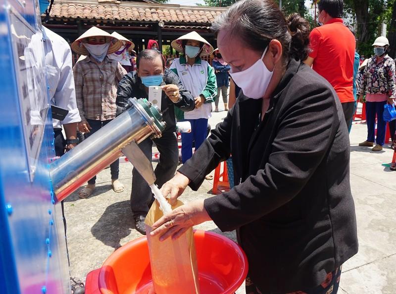 Hội Nhà báo TP.HCM trao tặng ATM gạo cho người nghèo - ảnh 6
