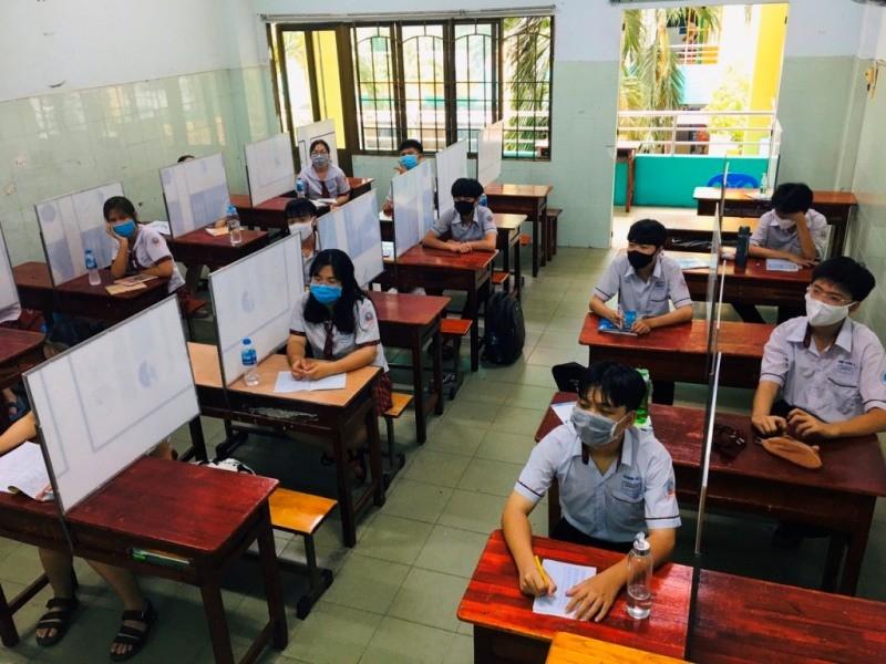 Trường trang bị nón ngăn giọt bắn, vách ngăn phòng COVID-19 - ảnh 4
