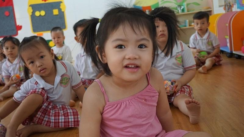 Đi học trở lại, bé nhà trẻ mếu máo, níu áo ba mẹ  - ảnh 4