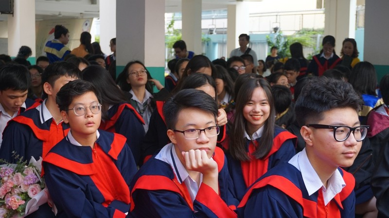 Lễ ra trường tràn ngập cảm xúc của học sinh Nguyễn Du - ảnh 3