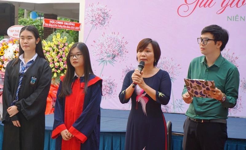 Lễ ra trường tràn ngập cảm xúc của học sinh Nguyễn Du - ảnh 10