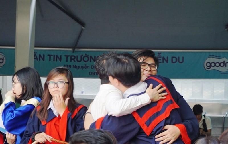 Lễ ra trường tràn ngập cảm xúc của học sinh Nguyễn Du - ảnh 9