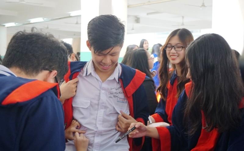 Lễ ra trường tràn ngập cảm xúc của học sinh Nguyễn Du - ảnh 13