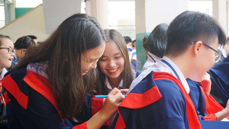 Lễ ra trường tràn ngập cảm xúc của học sinh Nguyễn Du - ảnh 14