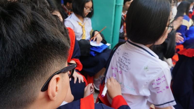 Lễ ra trường tràn ngập cảm xúc của học sinh Nguyễn Du - ảnh 15