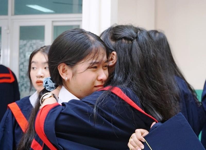 Lễ ra trường tràn ngập cảm xúc của học sinh Nguyễn Du - ảnh 16
