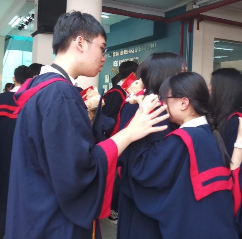 Lễ ra trường tràn ngập cảm xúc của học sinh Nguyễn Du - ảnh 17