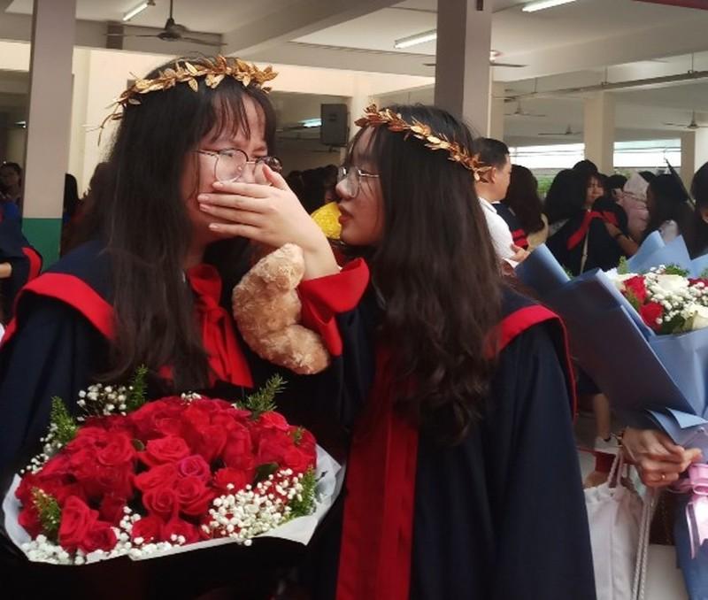 Lễ ra trường tràn ngập cảm xúc của học sinh Nguyễn Du - ảnh 18