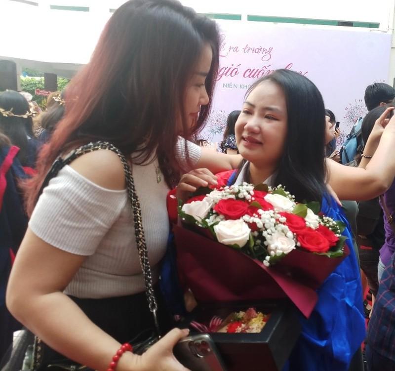 Lễ ra trường tràn ngập cảm xúc của học sinh Nguyễn Du - ảnh 12