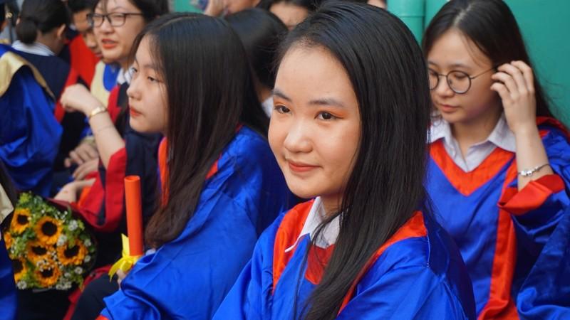 Lễ ra trường tràn ngập cảm xúc của học sinh Nguyễn Du - ảnh 2
