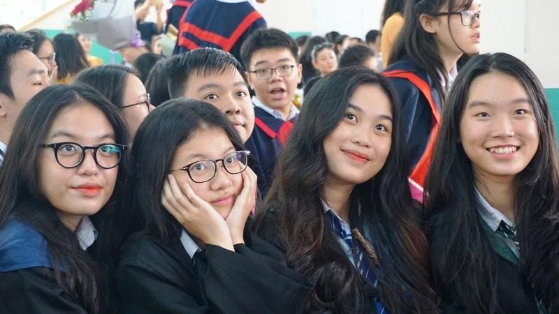 Lễ ra trường tràn ngập cảm xúc của học sinh Nguyễn Du - ảnh 4