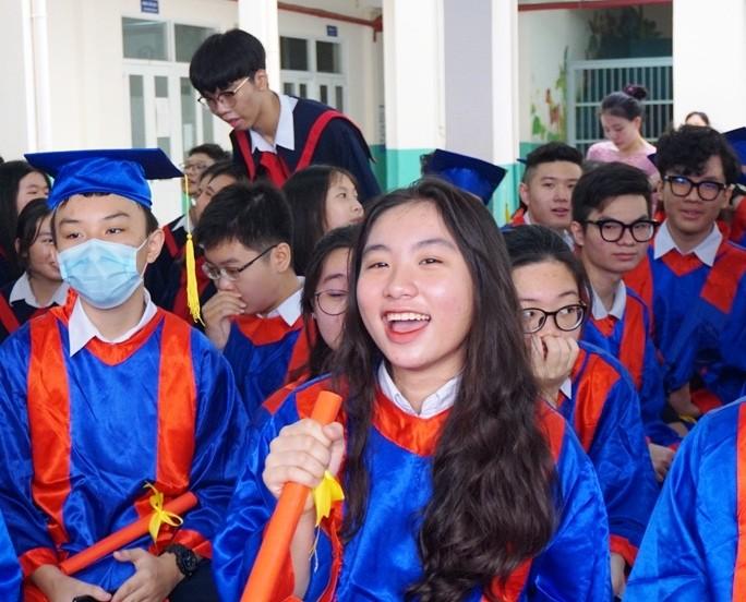 Lễ ra trường tràn ngập cảm xúc của học sinh Nguyễn Du - ảnh 6