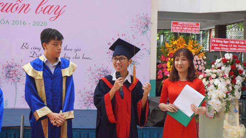Lễ ra trường tràn ngập cảm xúc của học sinh Nguyễn Du - ảnh 8