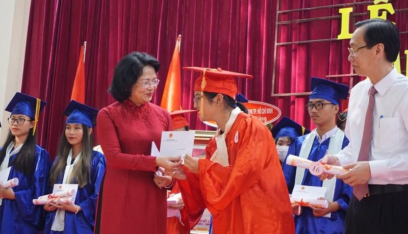 Phó Chủ tịch nước dự lễ khai giảng tại TP.HCM - ảnh 4