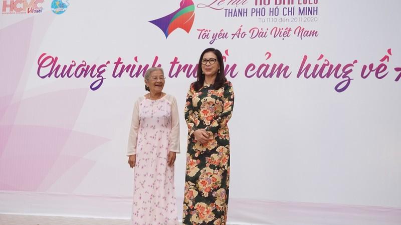 Nghệ sĩ Phi Điểu, Kim Xuân truyền cảm hứng áo dài cho HS - ảnh 1