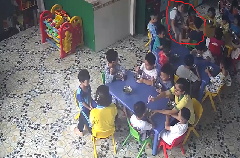 Cô giáo đánh, cắn vào tay trẻ trong giờ ăn  - ảnh 2