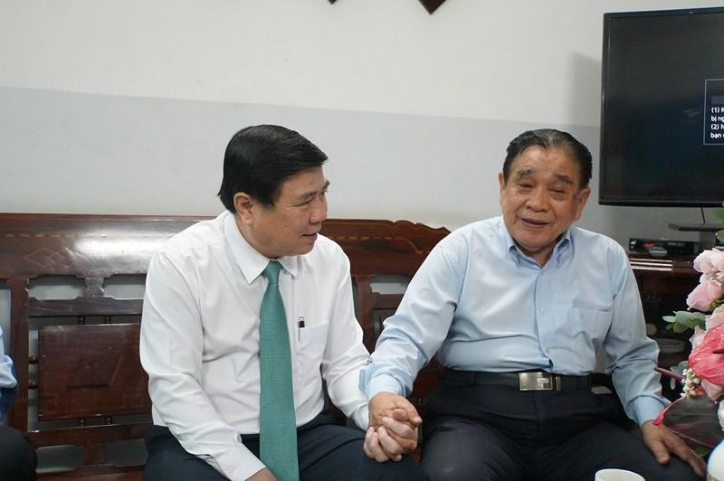 Chủ tịch TP.HCM thăm nguyên Hiệu trưởng ĐH Kinh tế, Bách Khoa - ảnh 2