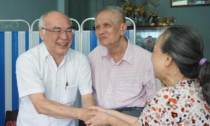 Trưởng ban Tuyên giáo Thành ủy thăm các nhà giáo tiêu biểu - ảnh 2