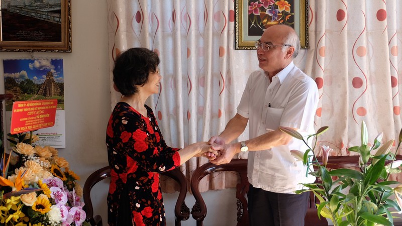 Trưởng ban Tuyên giáo Thành ủy thăm các nhà giáo tiêu biểu - ảnh 3
