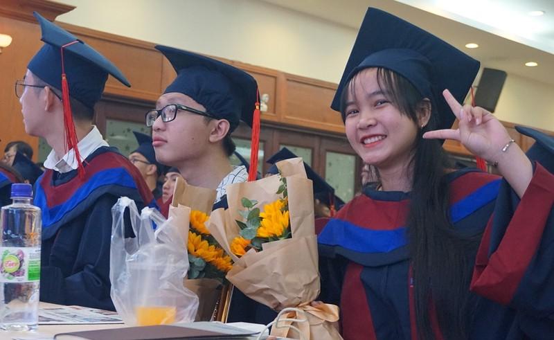 Tân Hoa hậu Đỗ Thị Hà nhắn nhủ đến tân thủ khoa - ảnh 2