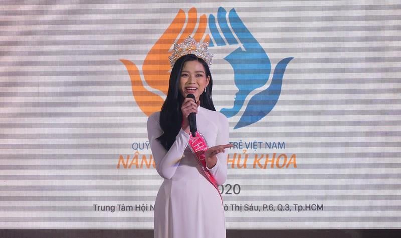 Tân Hoa hậu Đỗ Thị Hà nhắn nhủ đến tân thủ khoa - ảnh 1