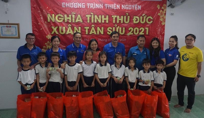 Lớp học cho trẻ nghèo của cô Hoa : 'Tui mừng cho tụi nhỏ!' - ảnh 3