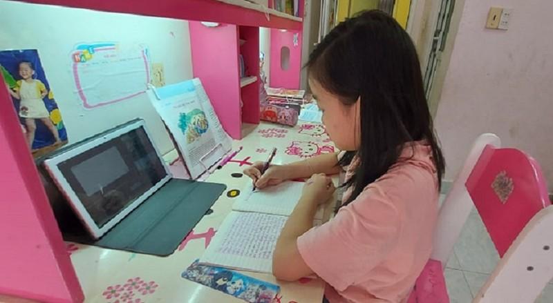 Ngày đầu chính thức học online: Phụ huynh liên tục chất vấn cô về bài giảng!  - ảnh 1