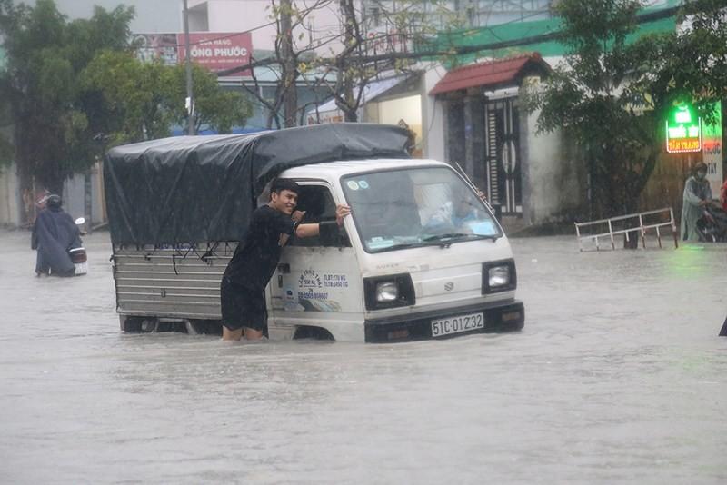Xe bị ngập nước, người lái xe phải nhớ nguyên tắc nào? - ảnh 3