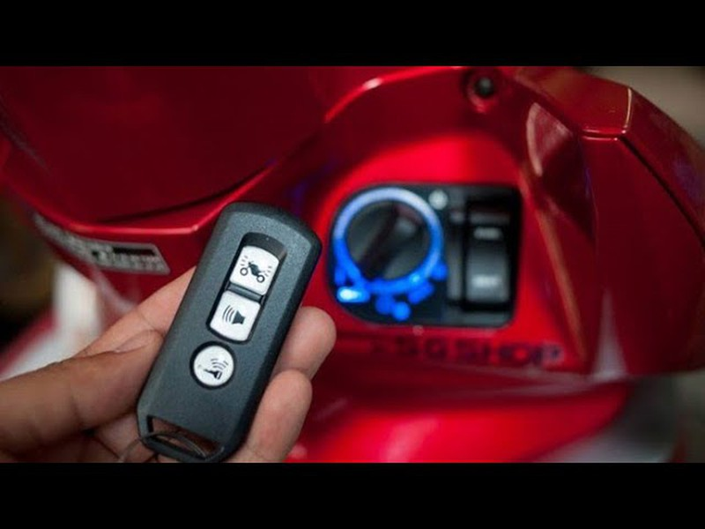 Những bất tiện của chìa khóa thông minh trên xe máy - ảnh 2
