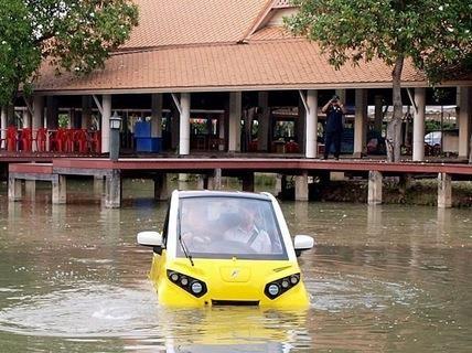Ô tô điện có khả năng bơi lội sắp được bán tại Việt Nam  - ảnh 1