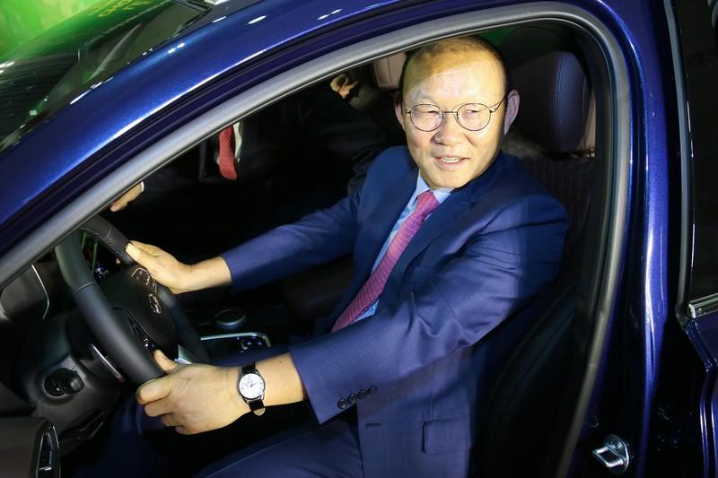 Tập đoàn Thành Công và Hyundai tặng xe SantaFe cho HLV Park - ảnh 1
