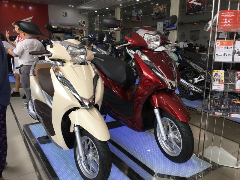 Doanh số quý I giảm, giá bán xe máy tháng 4 vẫn chênh cao - ảnh 1