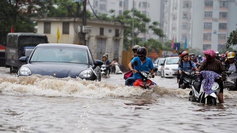 Cách đi lại bằng xe máy trong mùa mưa bão sao cho an toàn - ảnh 3