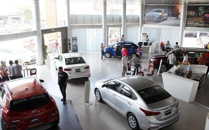 Lượng ô tô nhập khẩu bất ngờ giảm mạnh - ảnh 1