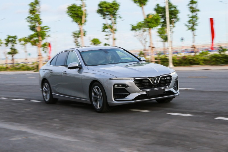 VinFast tổ chức lái thử xe Lux cùng chuyên gia quốc tế - ảnh 1