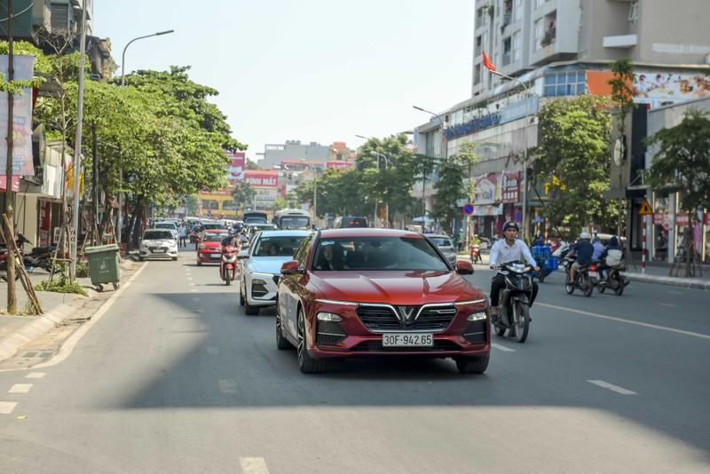 'Đã mắt' với dàn VinFast Lux trên đường phố Hà Nội - ảnh 2