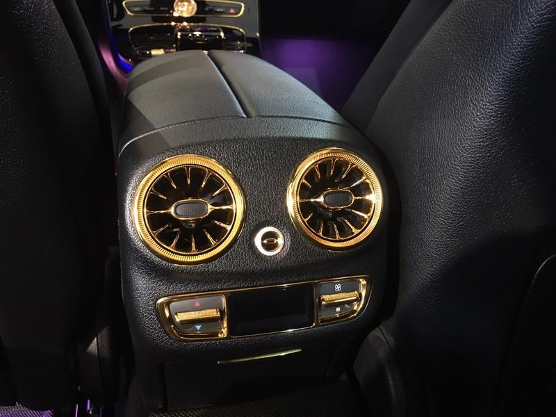 Choáng ngợp Mercedes-Benz E 300 AMG mạ vàng - ảnh 5