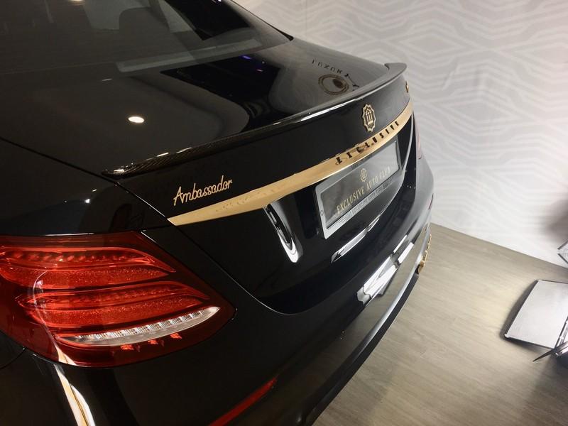 Choáng ngợp Mercedes-Benz E 300 AMG mạ vàng - ảnh 7