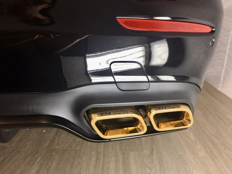 Choáng ngợp Mercedes-Benz E 300 AMG mạ vàng - ảnh 8