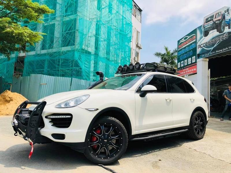 'Đột nhập' xưởng độ xe nức tiếng Sài Gòn - ảnh 1