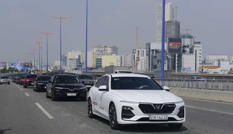 VinFast miễn lãi vay 2 năm đầu cho khách hàng mua xe Lux - ảnh 1