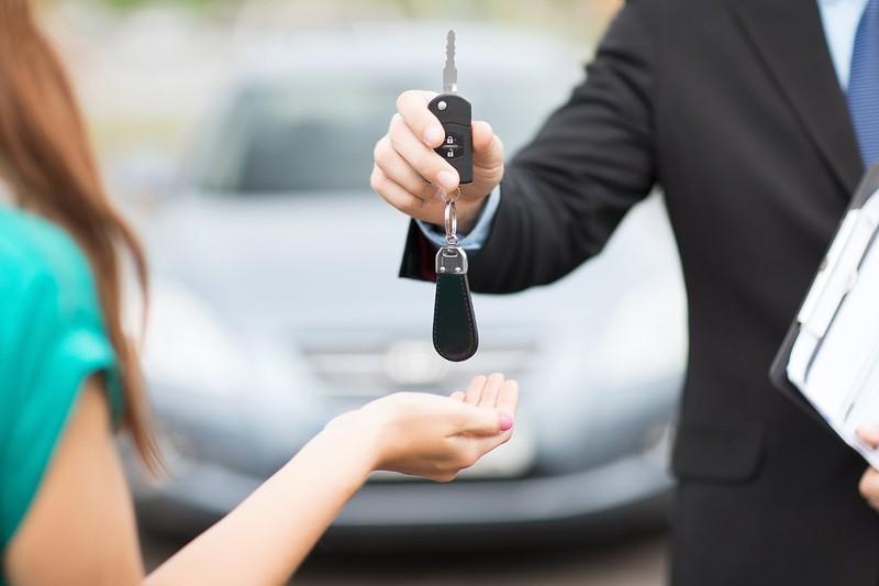 Đặt cọc thuê ô tô dịp tết sớm để có giá 'mềm' - ảnh 1