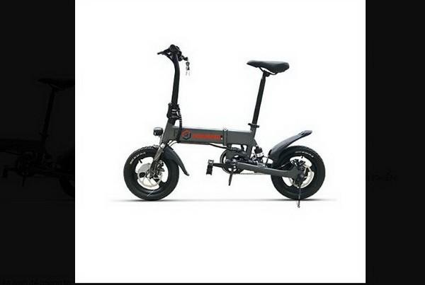 Tham gia giao thông bằng xe đạp điện, xe điện gấp cũng phải đội mũ bảo hiểm theo quy định pháp luật.