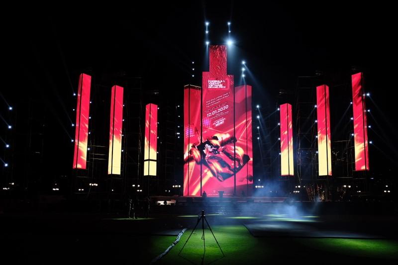 Sân khấu khủng tại đại nhạc hội chào đón giải đua F1 Việt Nam - ảnh 2