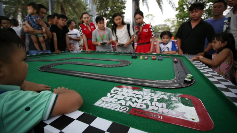 Đường đua F1 chào đón sự trải nghiệm của hàng ngàn người dân - ảnh 5