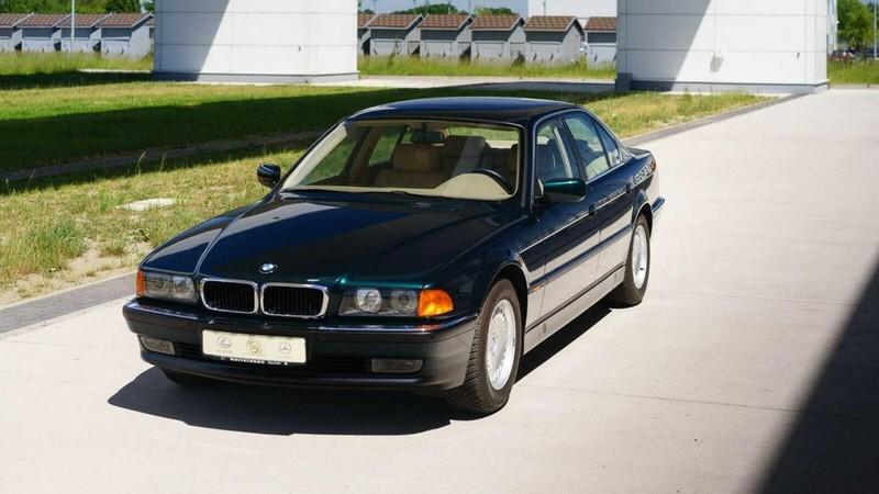 Các chi tiết trên xe BMW vẫn nhìn như mới.