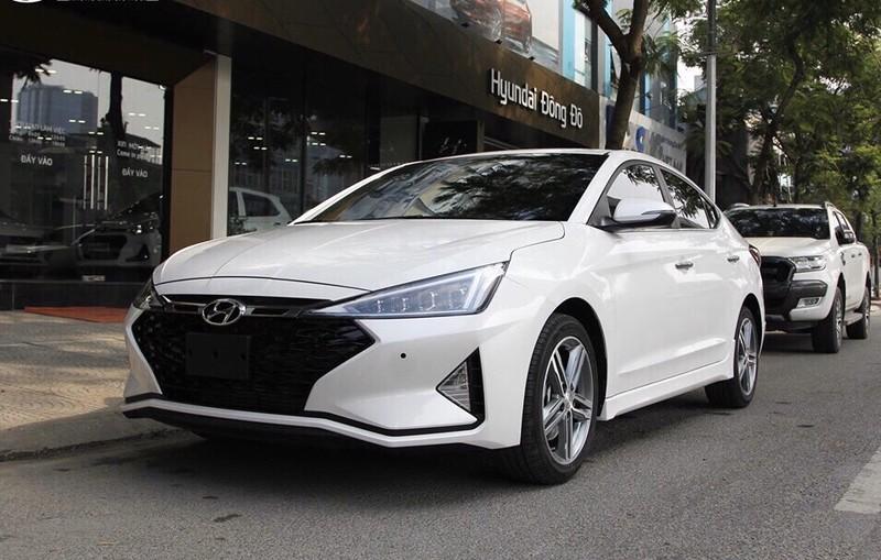 Hyundai Elantra giảm giá lên đến 20 triệu đồng.