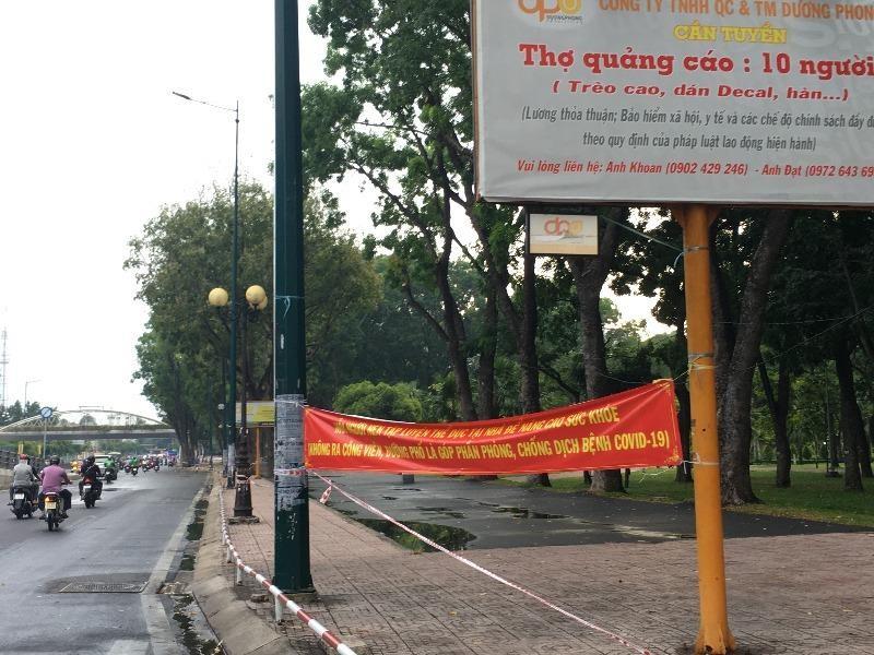 TP.HCM: Nhiều tuyến đường, công viên tụ tập đông người  - ảnh 10
