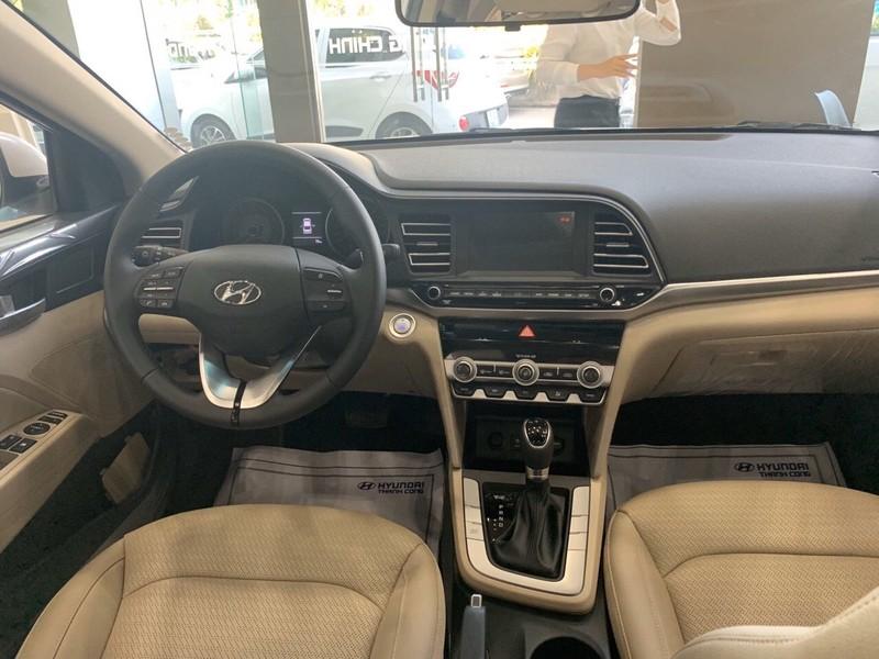 Nội thất Hyundai Elantra cũng không thua kém các đối thủ cạnh tranh.