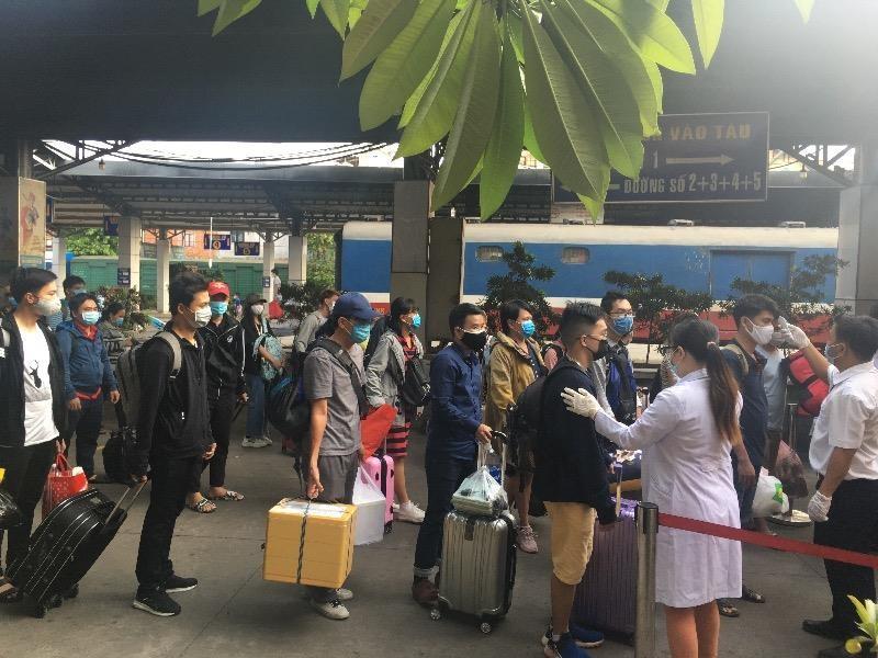 Ga Sài Gòn nhộn nhịp đón người dân sau kỳ nghỉ lễ  - ảnh 1